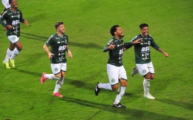 Guarani goleia Operário e assume a liderança da Série B