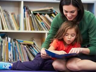 Pais que não se sentem à vontade para falar sobre orientação sexual podem recorrer aos livros para deixar a conversa mais leve