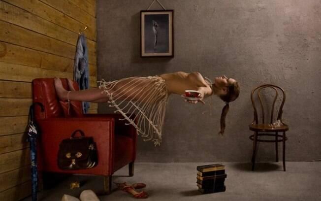 A russa mistura o surrealismo em as suas obras fotográficas