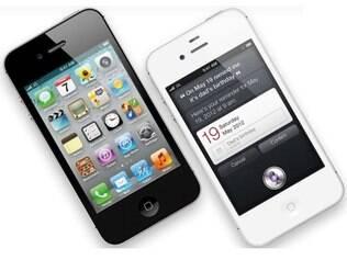 iPhone 4S nas versões preta e branca