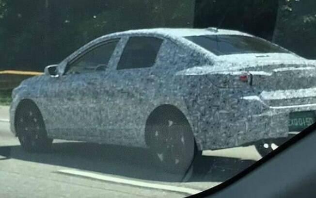 A nova geração do Chevrolet Prisma já foi vista em testes no Brasil. Projeto está em etapas avançadas
