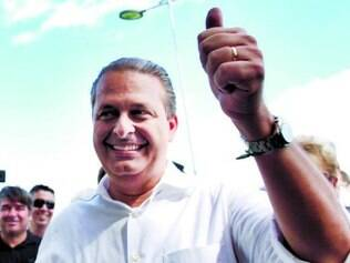 Campos também afirma que irá reduzir ministérios se eleito