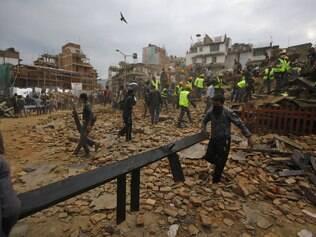 Terremoto mata mais de 700 no Nepal