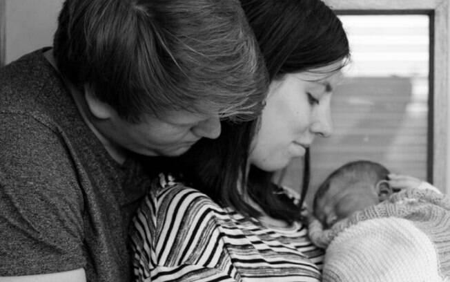 Graças à encubadora, Amy pode interagir com sua filha recém-nascida por mais alguns dias mesmo após sua morte