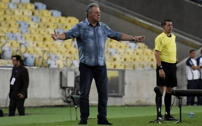Abel Braga se demitiu do Flamengo após sentir-se traido pela diretoria.