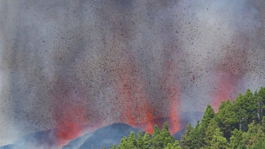 Imagens do vulcão Cumbre Vieja