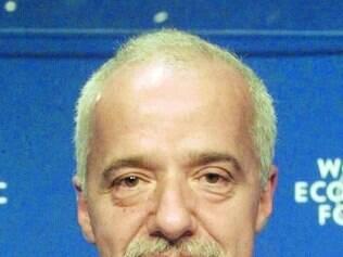 Ameaças. Paulo Coelho diz que oferta é forma de dizer não às ameaças terroristas