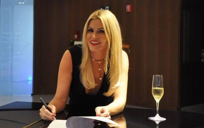 Val Marchiori assina contrato com Rede TV!