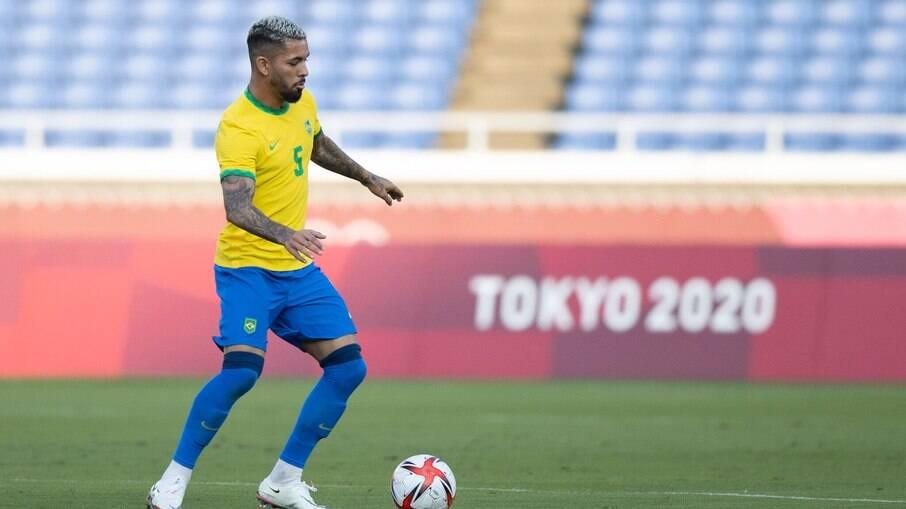 Douglas Luiz foi expulso e comprometeu estratégia do Brasil