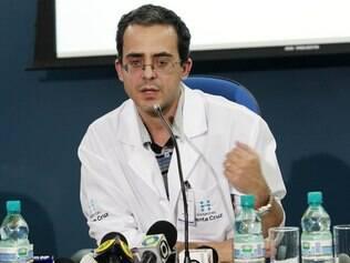 Dr. Hipólito Carraro, coordenador médico da UTI Geral do Hospital Santa Cruz, em Curitiba:
