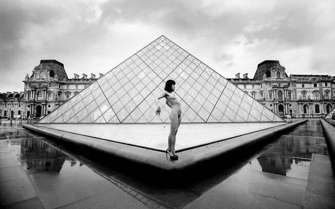 Gary Breckheimer é um dos expoentes da fotografia erótica contemporânea mesclando corpo com cenários urbanos