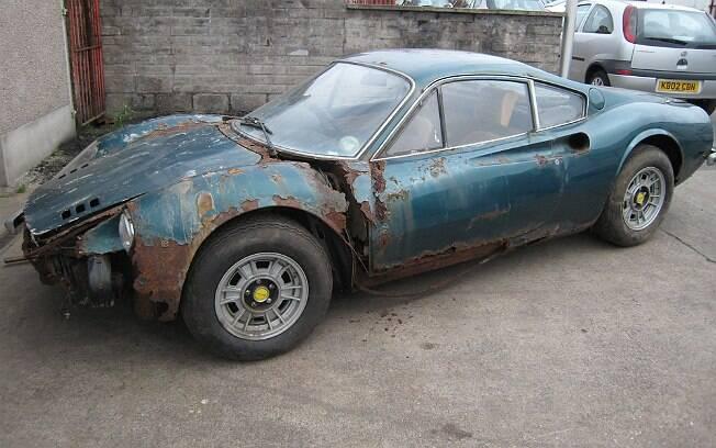 Ferrari 246GT Dino de 1973, leiloada por 132,2 mil libras esterlinas