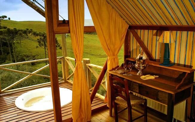 Algumas barracas térmicas do Parador, em Cambará do Sul, possuem até hidromassagem com vista para o verde. Foto: Divulgação