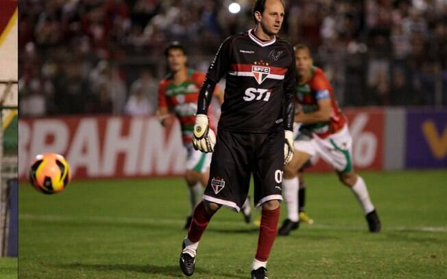 Rogério Ceni teve chance em cobrança de  pênalti, mas viu Lauro defender