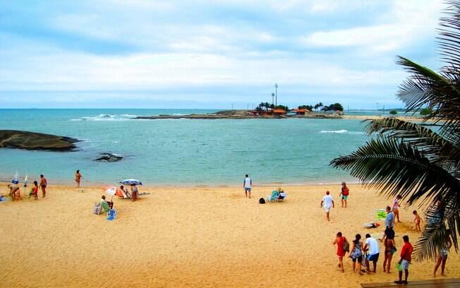 Praia das Castanheiras, no centro de Guarapari, é uma das mais badaladas do Espírito Santo