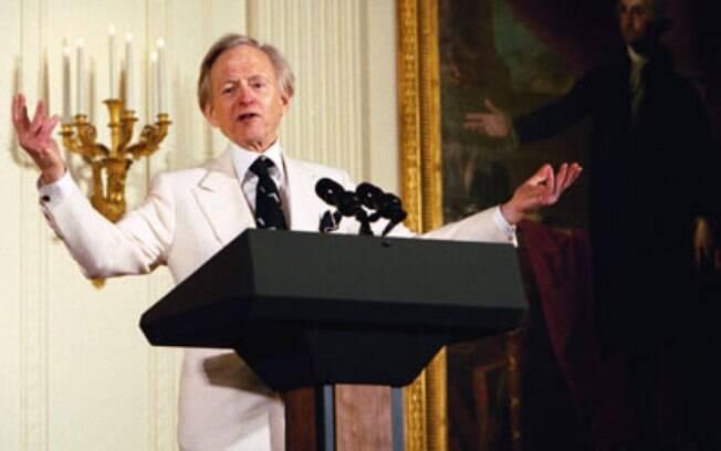Tom Wolfe ficou conhecido por seu trabalho com o jornalismo literário
