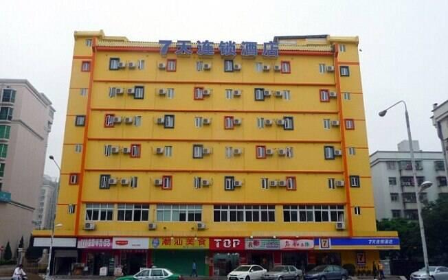 Autoridades chinesas multaram o hotel 7 Days Inn por lei que rejeita minoria étnica Uyghur
