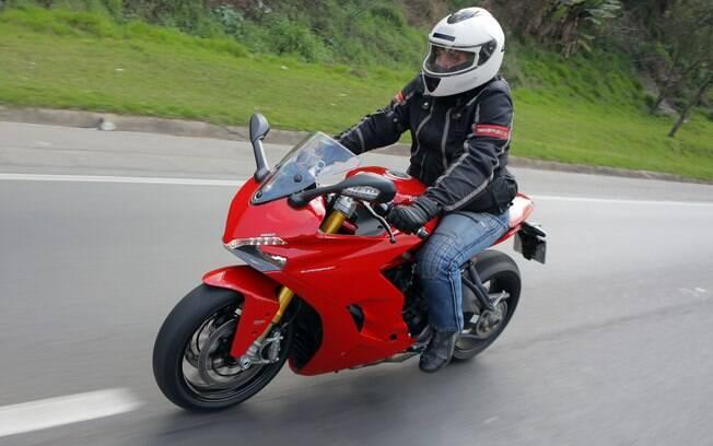 A Ducati SuperSport S tem jeitão de esportiva mas é uma confortável touring