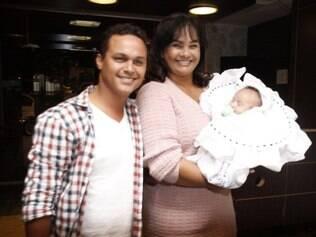 Solange com o marido e o filho: mãe aos 55