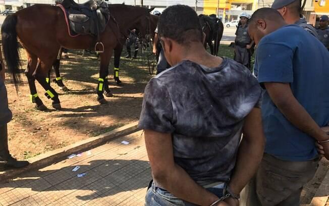 Cavalaria da Polícia Militar de São Paulo prendeu dupla que assaltou mulher nigeriana no centro de SP