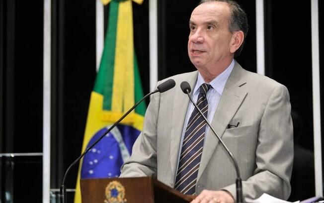"""""""Afastamento é o melhor"""", diz tucano sobre Cunha"""