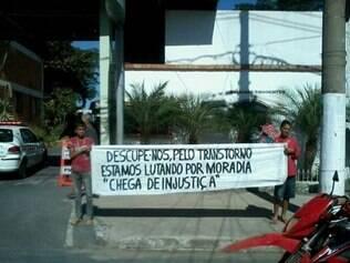 Moradores das ocupações protestaram em frente ao 13º Batalhão da PM durante a reunião