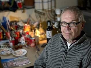 Em foto de arquivo, de 3 de janeiro de 2013, o artista sueco Lars Vilks posa para uma fotografia em Nyhamnsläge, Suécia
