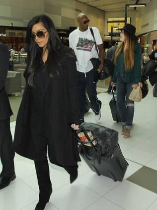 Kim Kardashian deixa a Australia na última quarta-feira (02): compromissos adiados para se recuperar do baque