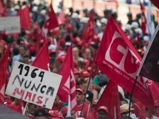 Manifestação reúne milhares de pessoas em São Paulo