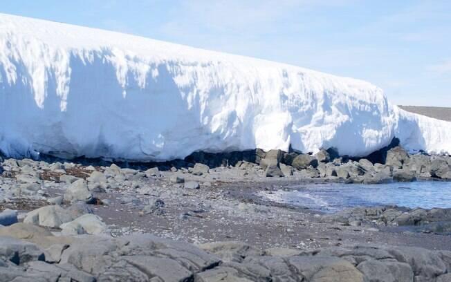 A Antártida é o continente mais misterioso.