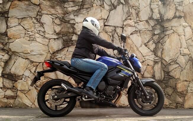 Yamaha XJ6-N tem visual naked, e segundo o nosso colunista especializado em motos, tem pilotagem fácil e suave