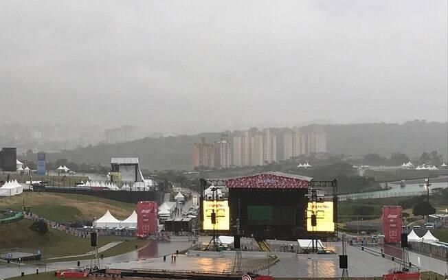 Público evacuou área do Lollapalooza por conta da chuva