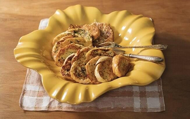 A rabanada salgada é perfeita para fazer em casa e experimentar algo novo!