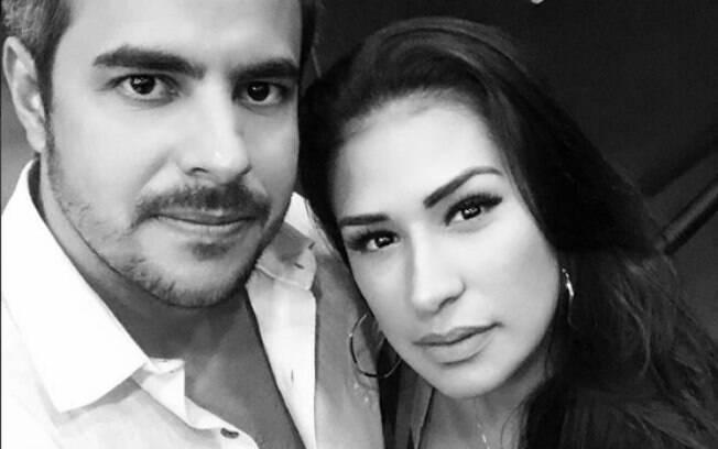 Simone, do duo com Simaria, é casada com o piloto Kaká Diniz. Juntos eles têm um filho, Henry