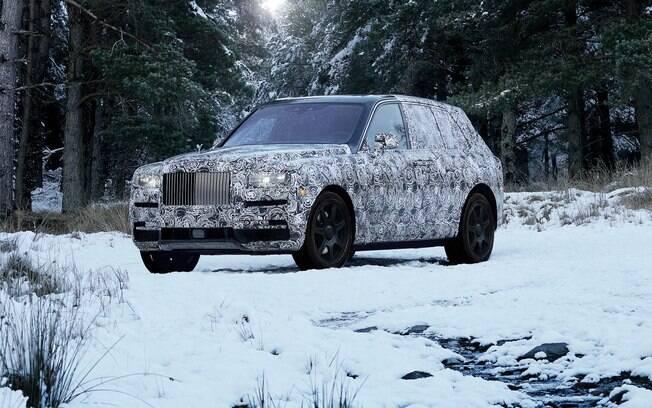 Rolls Royce Cullinan: SUV promete desbancar o posto do Bentley Bentayga de mais luxuoso do segmento