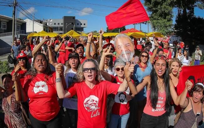 Gleisi Hoffmann foi única liderança do PT a comparecer à confraternização de Réveillon de Lula