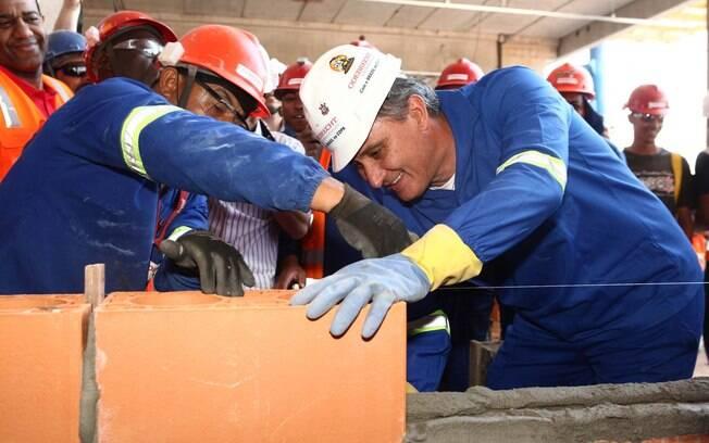 Tite prometeu trabalhar nas obras do estádio  em Itaquera em caso de título da Libertadores.  Promessa cumprida