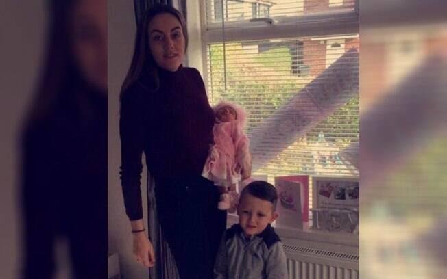 Mãe foi impedida de amamentar filha de uma semana de vida e compartilhou o ocorrido em sua página no Facebook