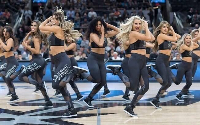 Silver Dancers do San Antonio Spurs