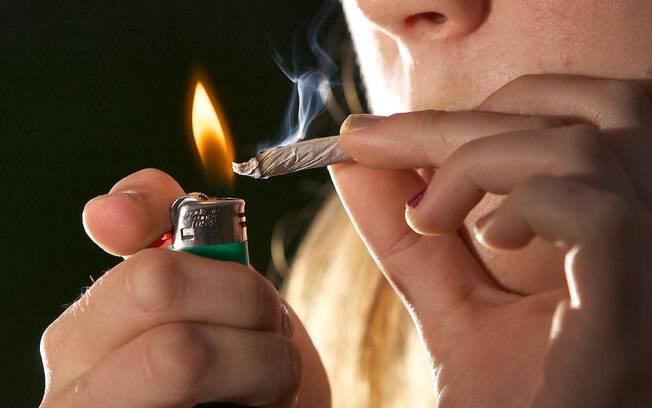 Segundo a OMS, o uso do cigarro impede que o corpo se recupere da Covid-19