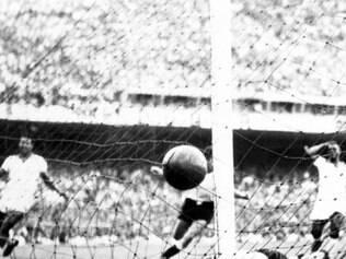 Trauma. Imagem histórica mostra o segundo gol do Uruguai no Maracanã, que marcou o fim do sonho brasileiro de ver sua seleção campeã em casa