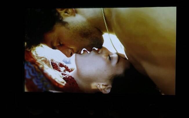 Isis e Cauã em cena de 'Amores Roubados'