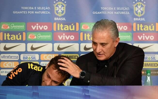 Tite concedeu entrevista coletiva para falar sobre lesão de Neymar