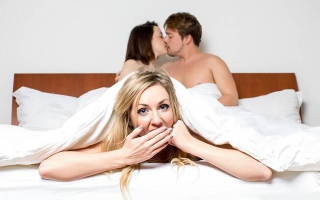 Apesar do interesse no sexo a três, os jovens não estão tendo a experiência na vida real