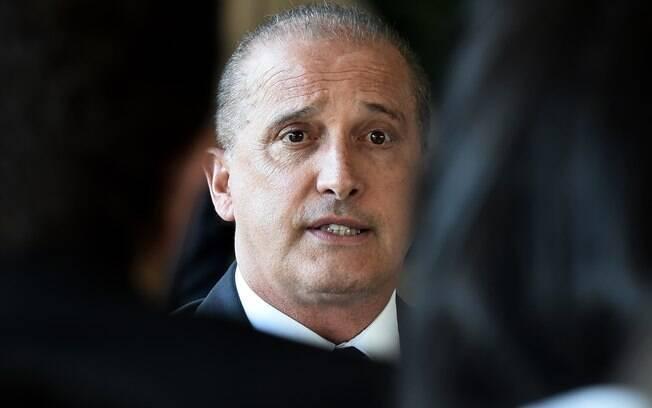 Coordenador da equipe de transição do governo, Onyx Lorenzoni (DEM) foi denunciado por caixa dois