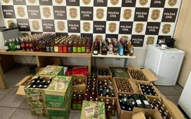Polícia localiza depósito com 700 garrafas de bebidas falsas em Paulínia