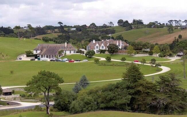 Mansão de Kim Dotcom na Nova Zelândia: armas e carros de luxo encontrados