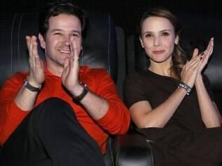 Murilo Benício acompanha Débora Falabella