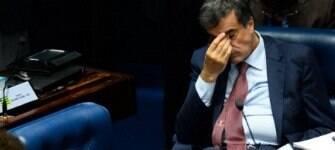 """Cardozo chora após fazer a defesa de Dilma e diz que impeachment """"não é justo"""""""