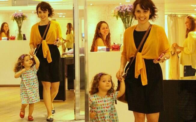Débora Falabella e Nina: passeio no shopping